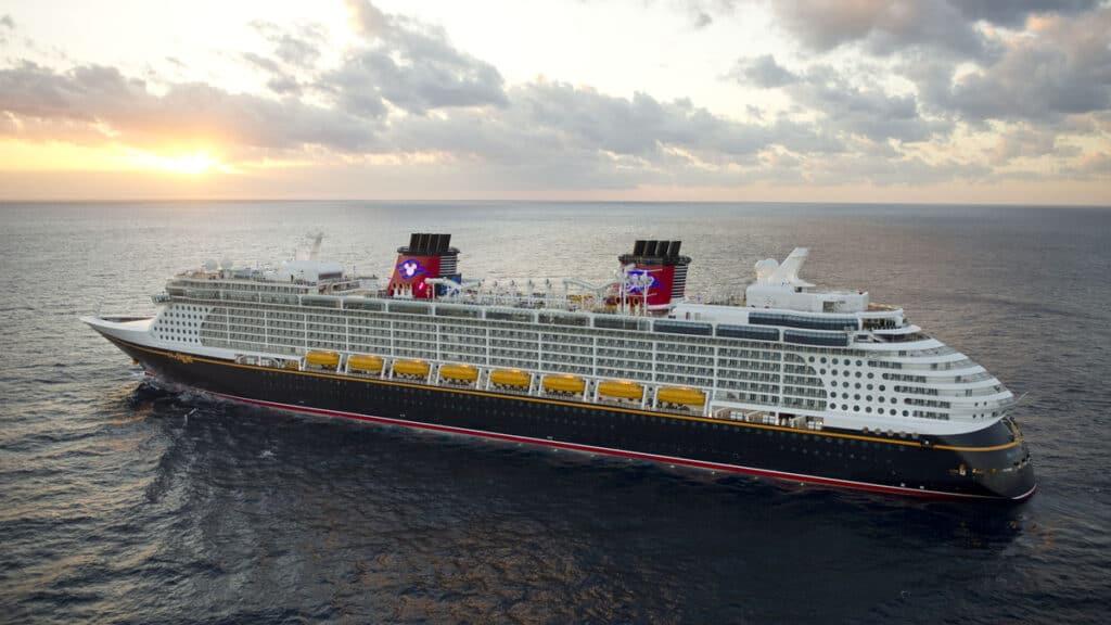 Disney-Cruise-ship-photo