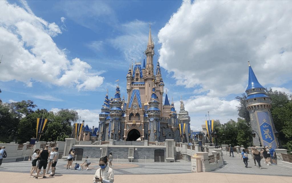 No-Masks-at-Magic-Kingdom