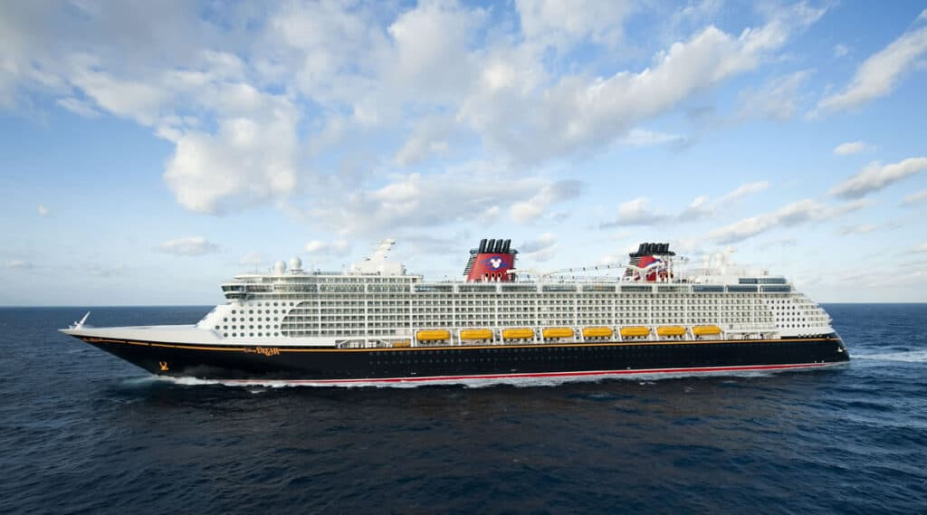 Disney-Dream-Cruiseline-at-sea